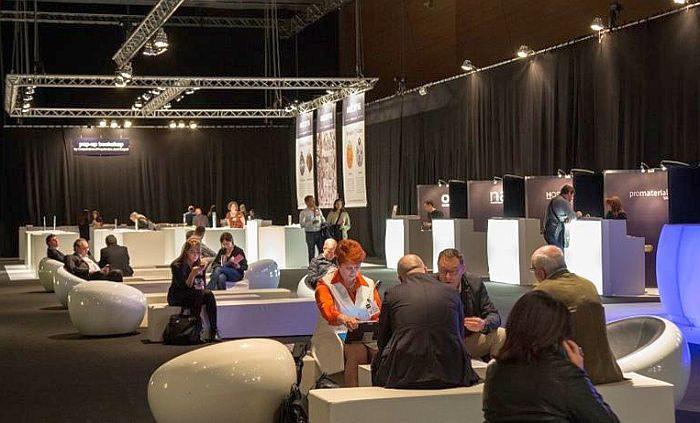 Architect@Work Barcelona Dyson grifo con secador de manos incorporado Infiniti Ilva Scratch Resistance Cosentino KWC Neolith Formica Krion Faro Dornbracht Grohe Häfele Ilva Ramon Soler grifos Era y Ono