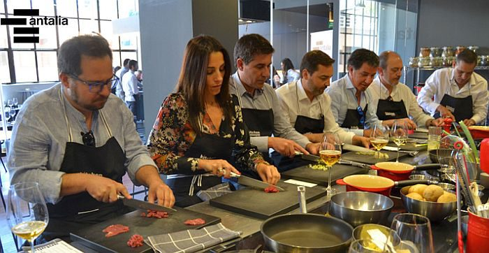Concurso de Diseño Antalia Decora hotel Room Mate Oscar distribuidores Antalia escuela gastronómica Kitchen Club Jornada de Distribuidores de Antalia