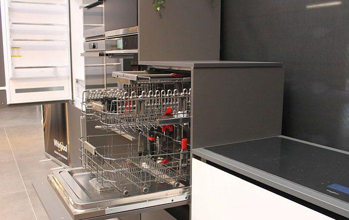 chef Manuel Vigas frigorífico Combi Space 400 función Crisp Kitchen Exclusive placa de inducción SmartCook Whirlpool