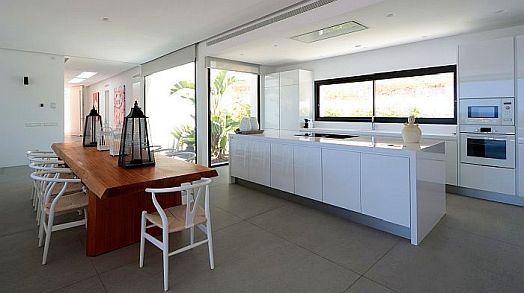 cocinas, Cosentino, Silestone Iconic White, superficie de cuarzo Silestone, superficie ultracompacta Dekton, superficies de cocina, Villa Omnia