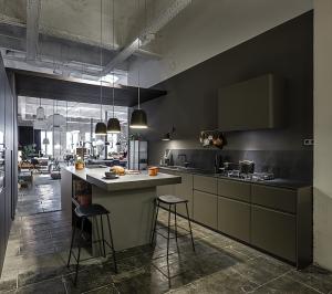 showroom de logos en Barcelona, muebles de cocina logos, NordThink, barcelona, calle casanova, glass, art, cocina, encimera fenix, inauguración, espacio, showroom, diseño nordico