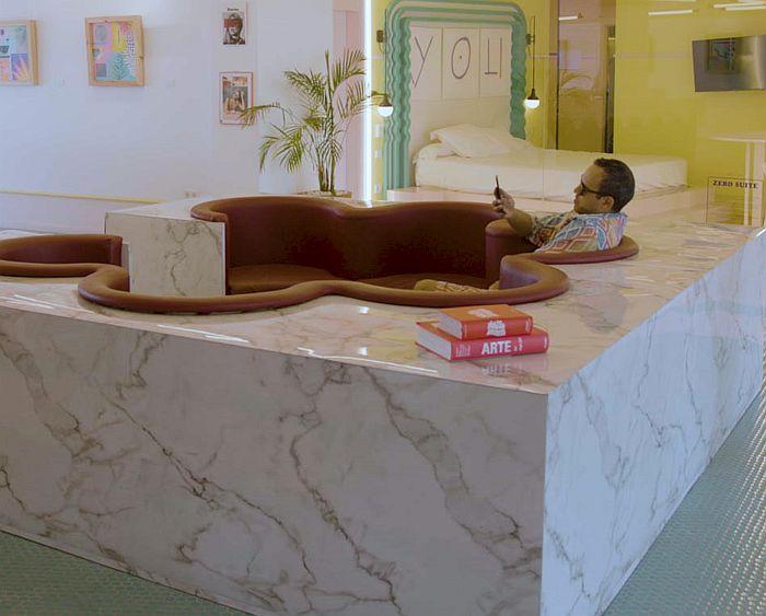Formica Calacatta de True Scale en el hall del Paradiso Ibiza Art Hotel